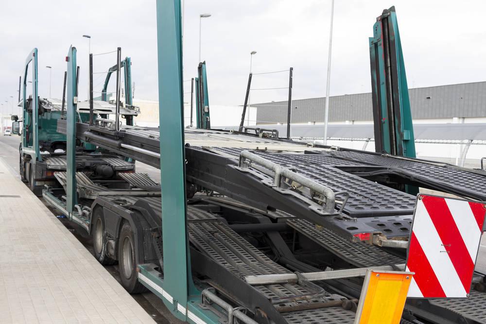 Servicios de transporte de vehículos para personas que trabajan fuera del país